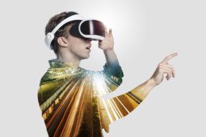 VRを体験する男性